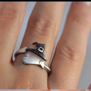 Jewelry - New. Witch broom Adjustable ring. 🧙🏼♀️